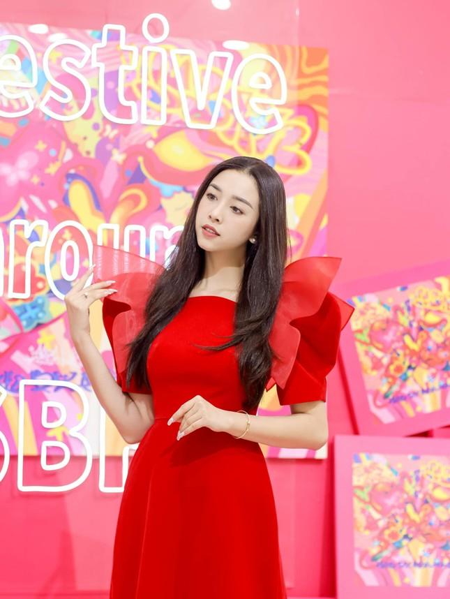Top 3 Hoa hậu Việt Nam 2018: Tiểu Vy thần thái sang chảnh, Phương Nga-Thúy An ngày càng quyến rũ ảnh 14