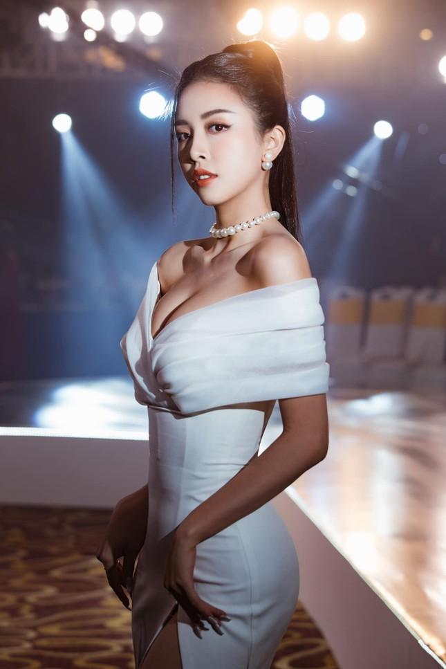 Top 3 Hoa hậu Việt Nam 2018: Tiểu Vy thần thái sang chảnh, Phương Nga-Thúy An ngày càng quyến rũ ảnh 16