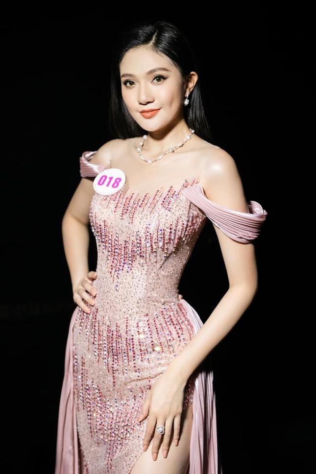 Nhan sắc kiều diễm của Hoa khôi Đại học Hoa sen từng thi Hoa hậu Việt Nam 2020 ảnh 7