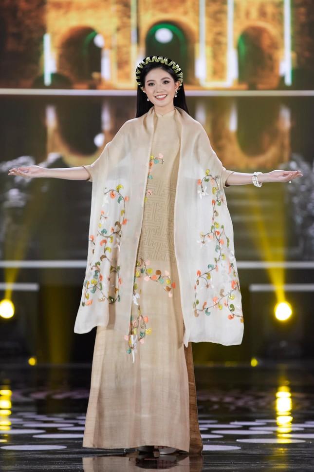 Nhan sắc kiều diễm của Hoa khôi Đại học Hoa sen từng thi Hoa hậu Việt Nam 2020 ảnh 8
