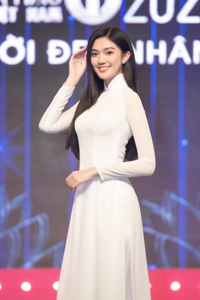 Nhan sắc kiều diễm của Hoa khôi Đại học Hoa sen từng thi Hoa hậu Việt Nam 2020 ảnh 9