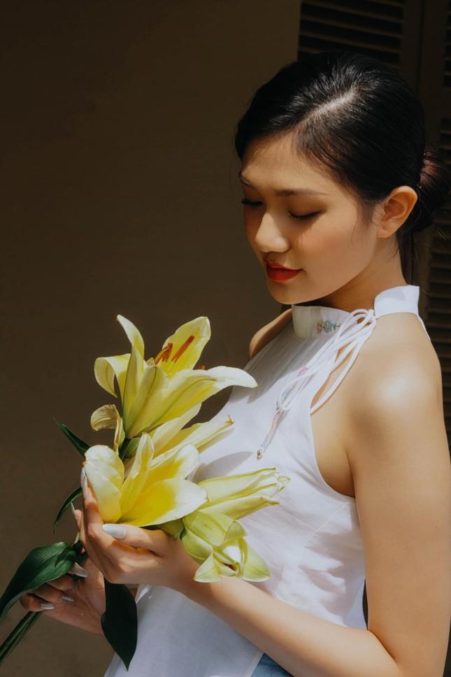 Nhan sắc kiều diễm của Hoa khôi Đại học Hoa sen từng thi Hoa hậu Việt Nam 2020 ảnh 15