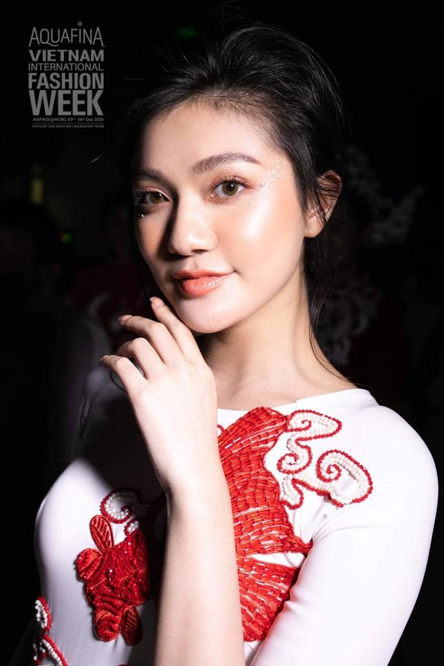 Nhan sắc kiều diễm của Hoa khôi Đại học Hoa sen từng thi Hoa hậu Việt Nam 2020 ảnh 10