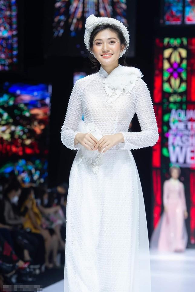 Nhan sắc kiều diễm của Hoa khôi Đại học Hoa sen từng thi Hoa hậu Việt Nam 2020 ảnh 6