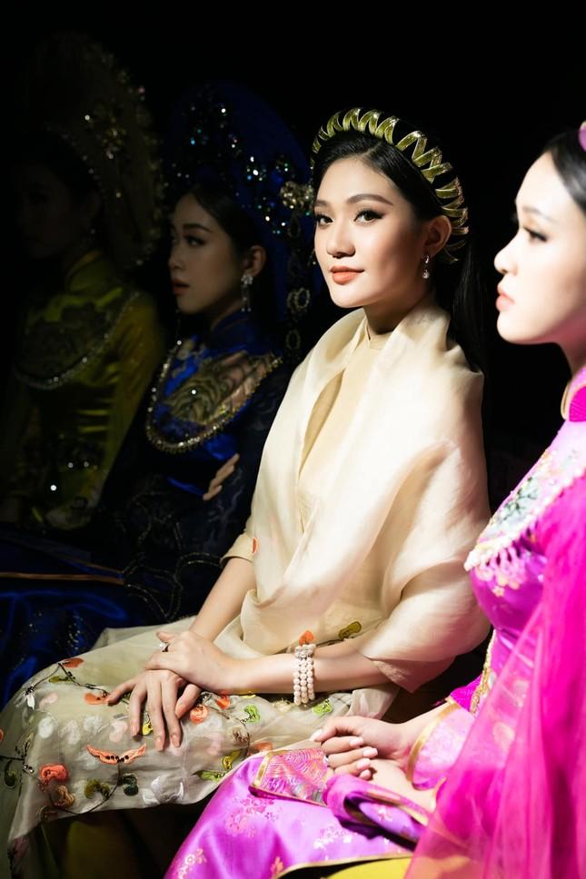 Nhan sắc kiều diễm của Hoa khôi Đại học Hoa sen từng thi Hoa hậu Việt Nam 2020 ảnh 12