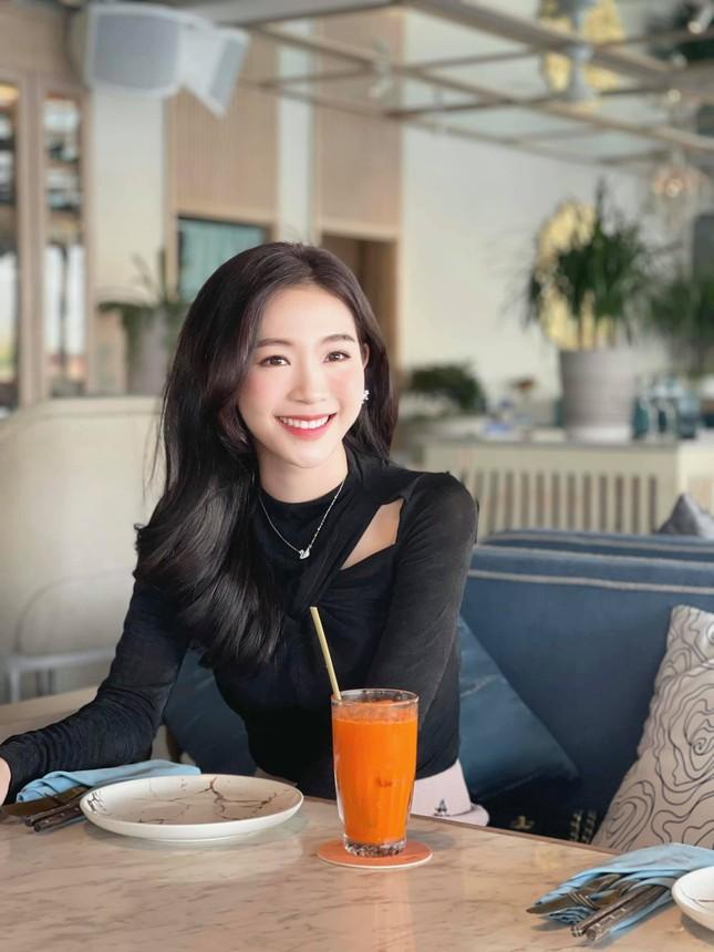 Nhan sắc đời thường đẹp khả ái của 'bản sao' hoa hậu Đặng Thu Thảo ảnh 1
