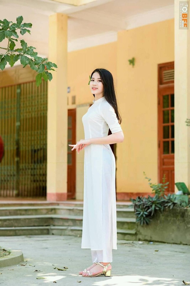 Loạt ảnh mới 'khui' thời học sinh cực dễ thương của Hoa hậu Đỗ Thị Hà ảnh 8