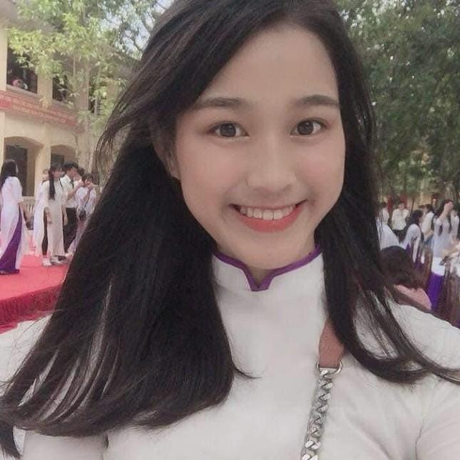 Loạt ảnh mới 'khui' thời học sinh cực dễ thương của Hoa hậu Đỗ Thị Hà ảnh 5