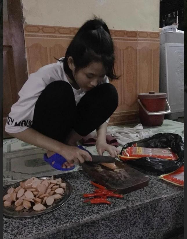 Loạt ảnh mới 'khui' thời học sinh cực dễ thương của Hoa hậu Đỗ Thị Hà ảnh 13