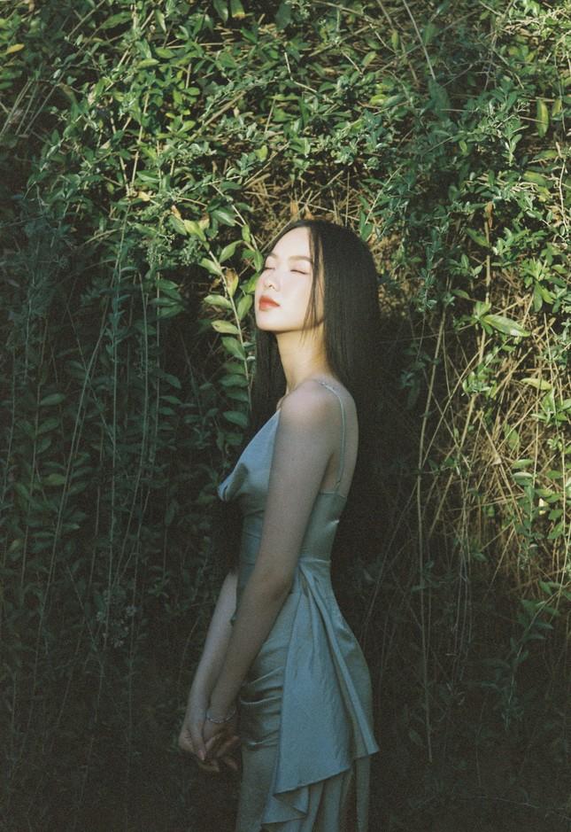 Cô gái có làn da đẹp nhất Hoa hậu Việt Nam 2020 xinh 'mong manh như sương khói' ảnh 5