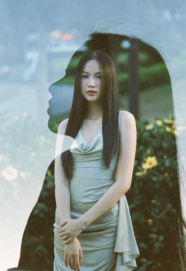 Cô gái có làn da đẹp nhất Hoa hậu Việt Nam 2020 xinh 'mong manh như sương khói' ảnh 6