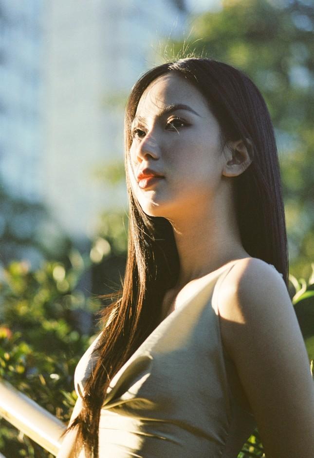 Cô gái có làn da đẹp nhất Hoa hậu Việt Nam 2020 xinh 'mong manh như sương khói' ảnh 7
