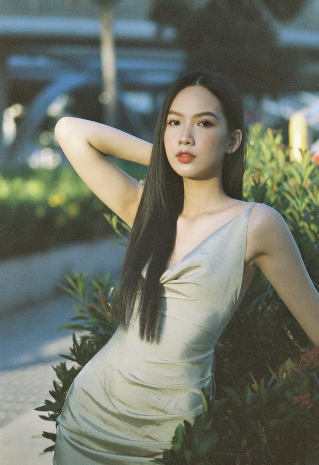 Cô gái có làn da đẹp nhất Hoa hậu Việt Nam 2020 xinh 'mong manh như sương khói' ảnh 8