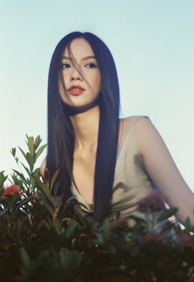 Cô gái có làn da đẹp nhất Hoa hậu Việt Nam 2020 xinh 'mong manh như sương khói' ảnh 11
