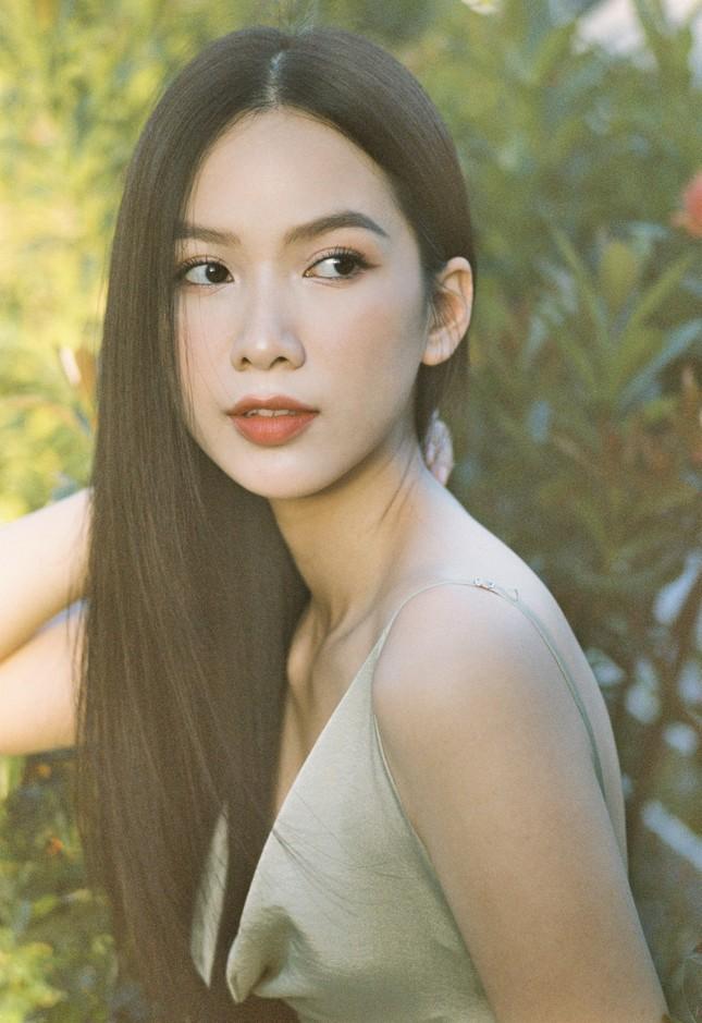 Cô gái có làn da đẹp nhất Hoa hậu Việt Nam 2020 xinh 'mong manh như sương khói' ảnh 10