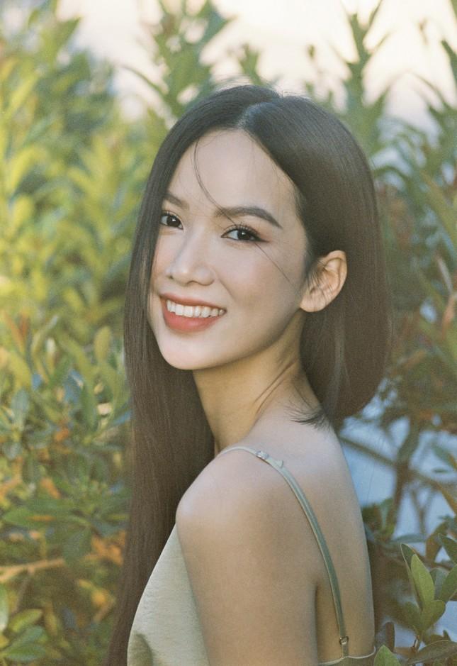 Cô gái có làn da đẹp nhất Hoa hậu Việt Nam 2020 xinh 'mong manh như sương khói' ảnh 13