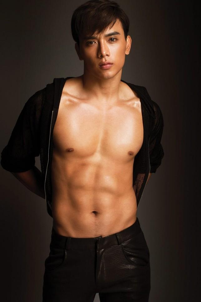 Người mẫu Thuận Nguyễn lộ ảnh da bọc xương khiến fan lo lắng ảnh 5