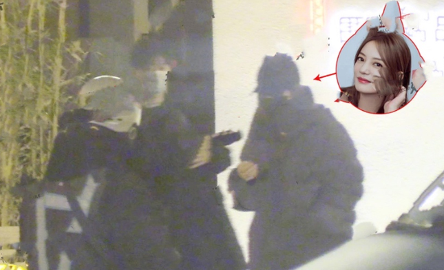 Showbiz 24/3: MC bị người phụ nữ khỏa thân ném đá khi đang dẫn trực tiếp trên truyền hình ảnh 6