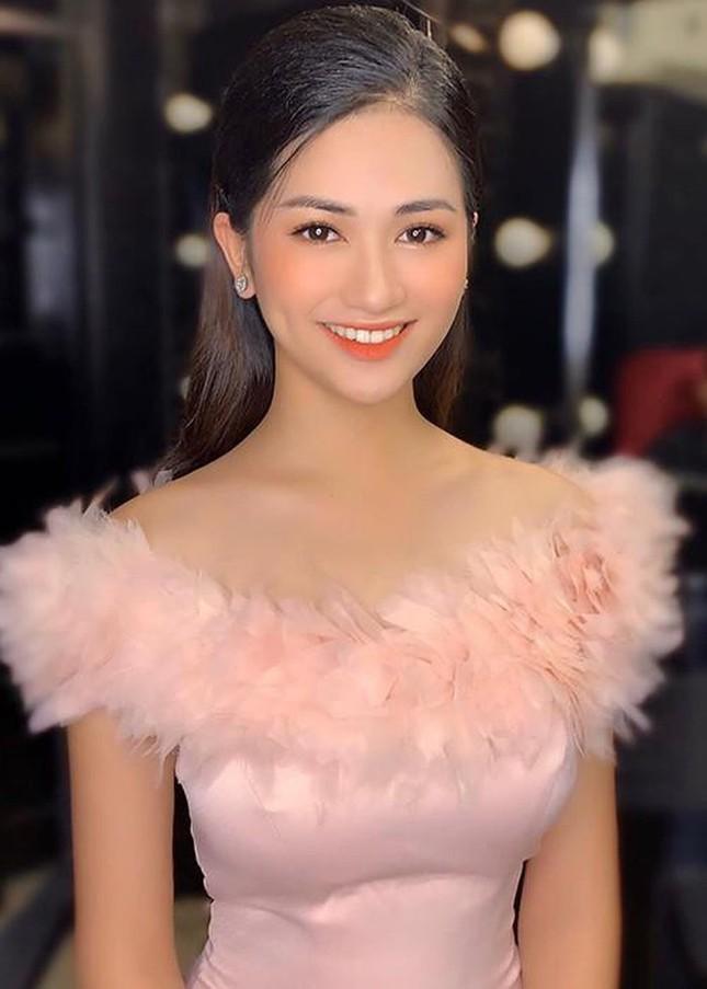 Người đẹp Kinh Bắc từng thi Hoa hậu Việt Nam dẫn bản tin Bất động sản của VTV ảnh 3