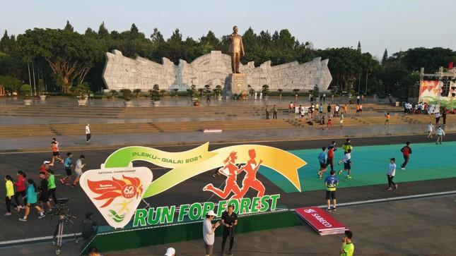 Toàn cảnh Lễ Thượng cờ Giải Tiền Phong Marathon 2021 ảnh 1