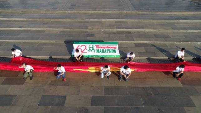 Toàn cảnh Lễ Thượng cờ Giải Tiền Phong Marathon 2021 ảnh 3
