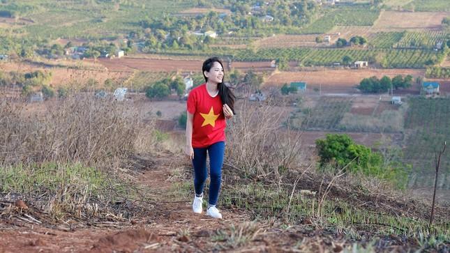 Hoa hậu Đỗ Thị Hà diện áo trắng giản dị, đẹp tinh khôi trên đỉnh núi lửa Chư Đăng Ya ảnh 14