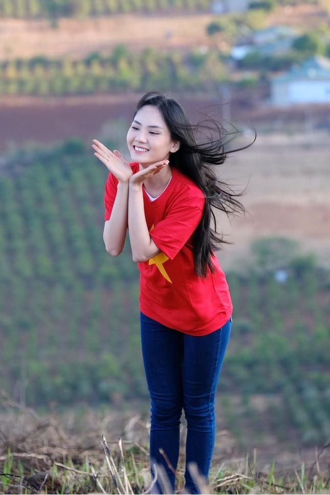 Hoa hậu Đỗ Thị Hà diện áo trắng giản dị, đẹp tinh khôi trên đỉnh núi lửa Chư Đăng Ya ảnh 15