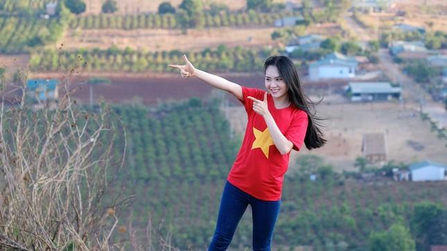 Hoa hậu Đỗ Thị Hà diện áo trắng giản dị, đẹp tinh khôi trên đỉnh núi lửa Chư Đăng Ya ảnh 16