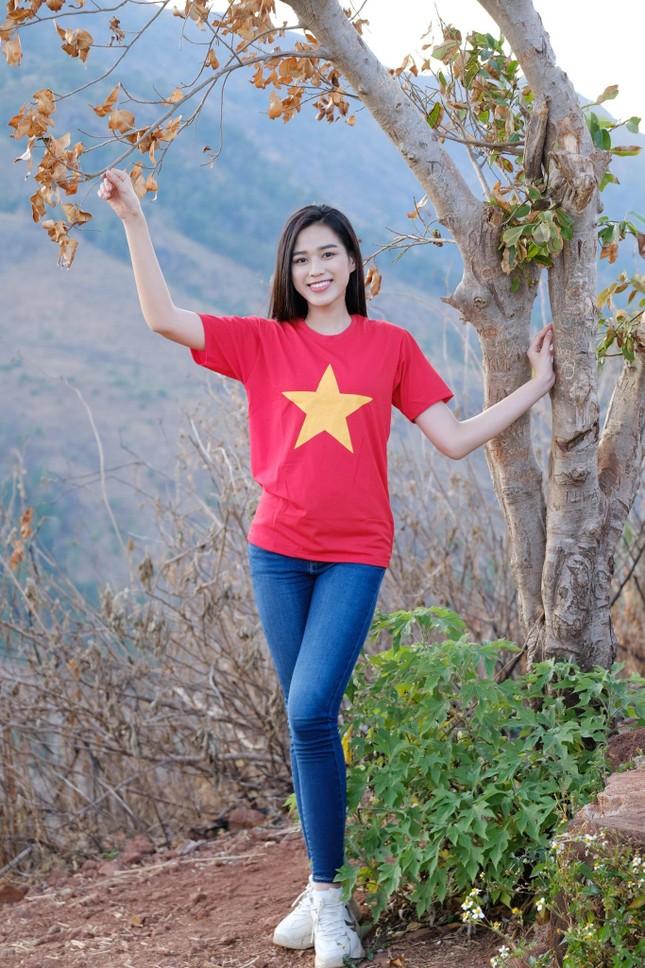 Hoa hậu Đỗ Thị Hà diện áo trắng giản dị, đẹp tinh khôi trên đỉnh núi lửa Chư Đăng Ya ảnh 9
