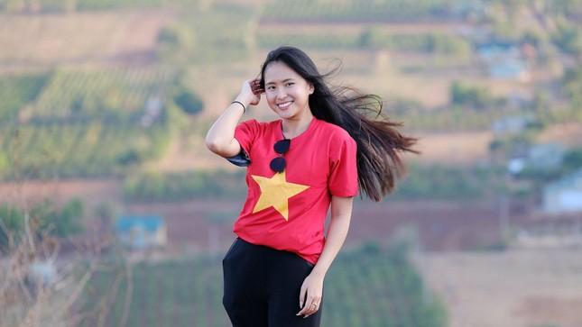 Hoa hậu Đỗ Thị Hà diện áo trắng giản dị, đẹp tinh khôi trên đỉnh núi lửa Chư Đăng Ya ảnh 19
