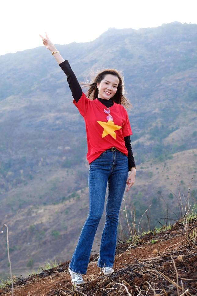 Hoa hậu Đỗ Thị Hà diện áo trắng giản dị, đẹp tinh khôi trên đỉnh núi lửa Chư Đăng Ya ảnh 17