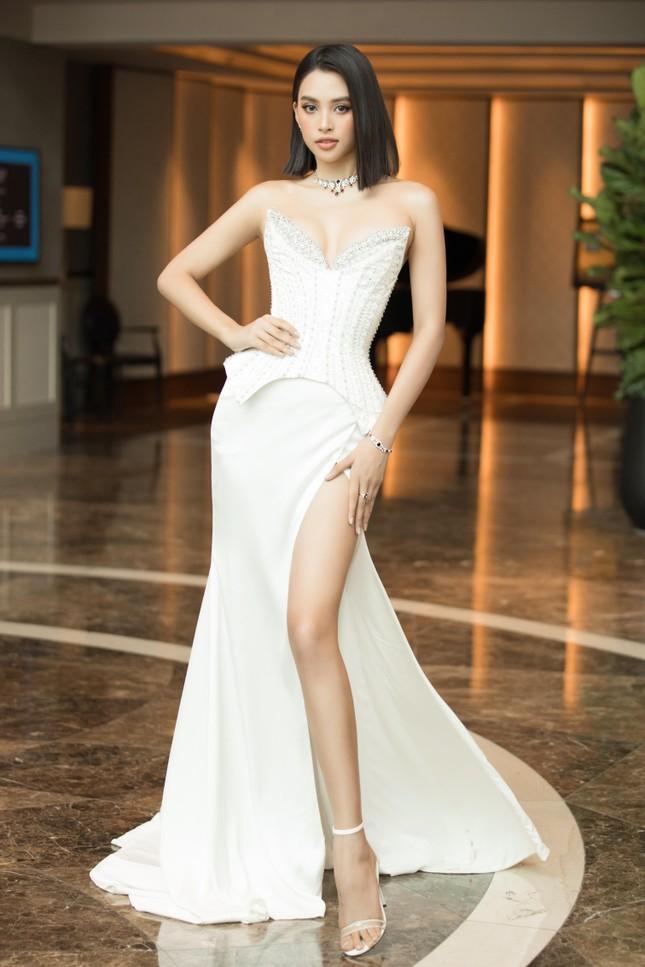 Hoa hậu Tiểu Vy mặc váy cúp ngực nóng bỏng, quyến rũ mê mẩn ảnh 10