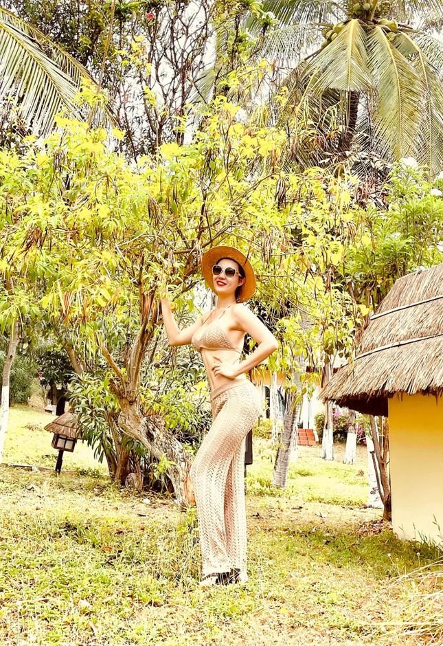 An 'Hướng dương ngược nắng' tung ảnh bikini xuyên thấu khoe ba vòng cực sexy ảnh 6