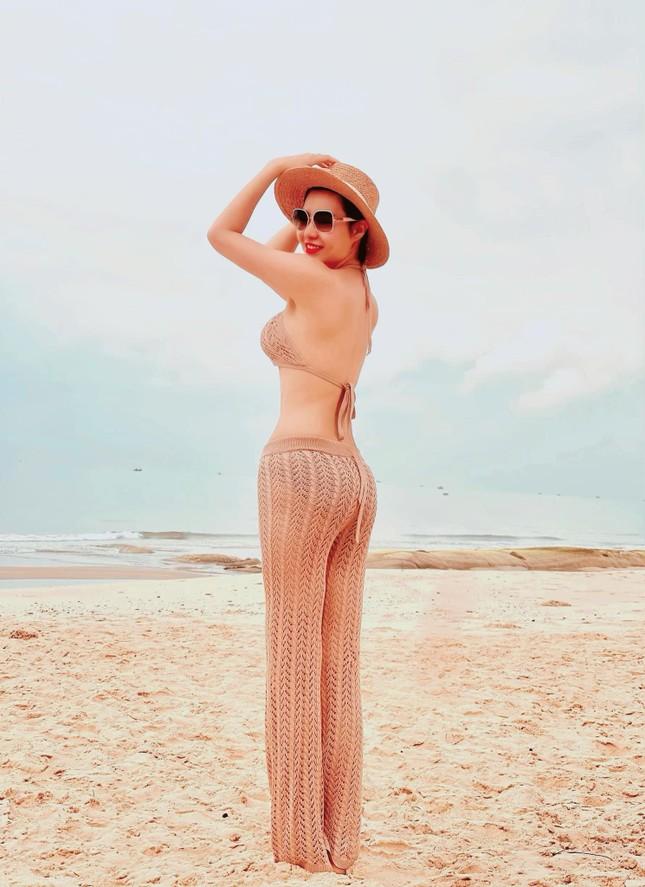 An 'Hướng dương ngược nắng' tung ảnh bikini xuyên thấu khoe ba vòng cực sexy ảnh 5