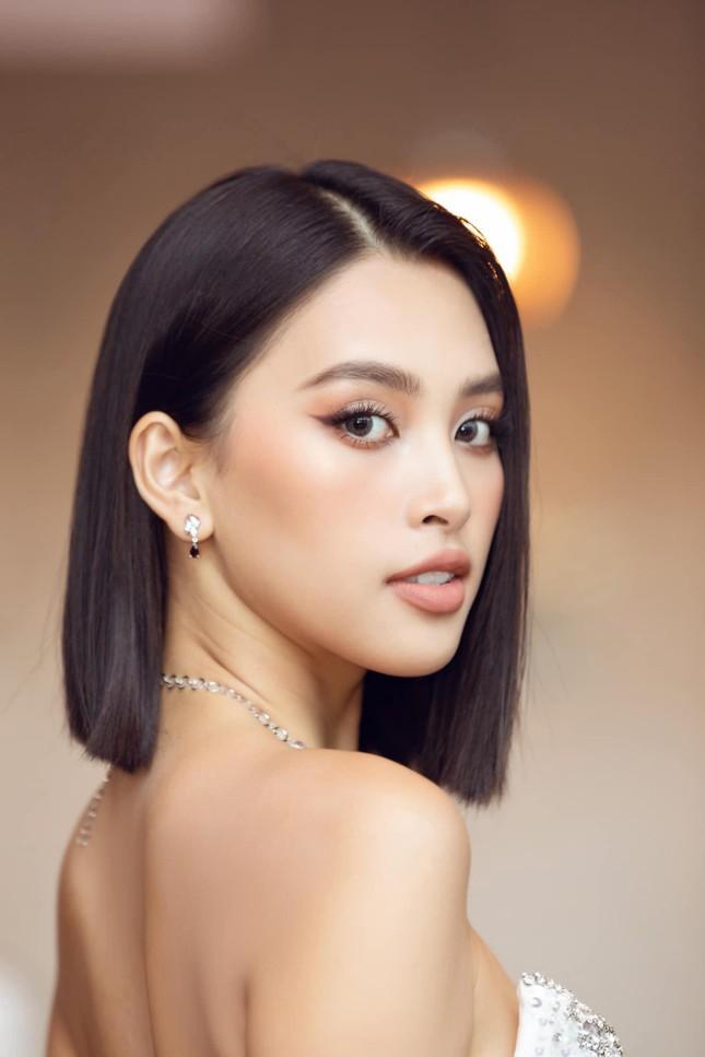 Hoa hậu Tiểu Vy mặc váy cúp ngực nóng bỏng, quyến rũ mê mẩn ảnh 11