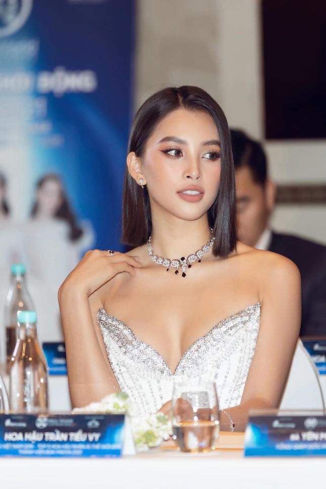 Hoa hậu Tiểu Vy mặc váy cúp ngực nóng bỏng, quyến rũ mê mẩn ảnh 6