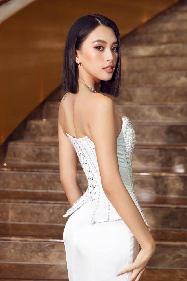 Hoa hậu Tiểu Vy mặc váy cúp ngực nóng bỏng, quyến rũ mê mẩn ảnh 3