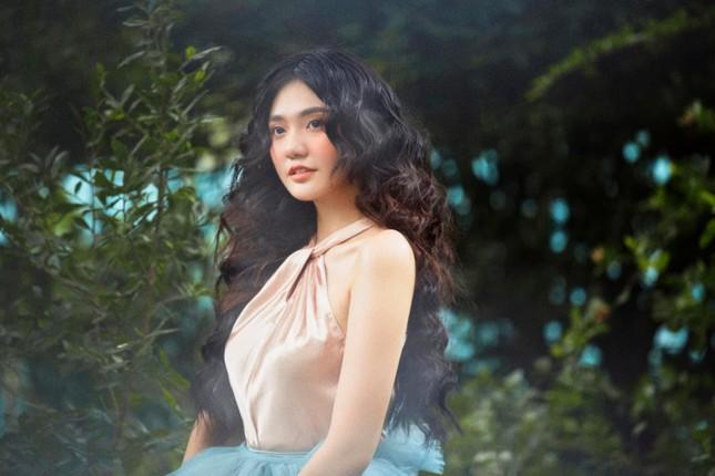 Hoa khôi Đại học Hoa sen từng thi Hoa hậu Việt Nam hóa công chúa rừng xanh, đẹp gây mê ảnh 2