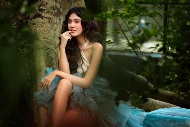 Hoa khôi Đại học Hoa sen từng thi Hoa hậu Việt Nam hóa công chúa rừng xanh, đẹp gây mê ảnh 4