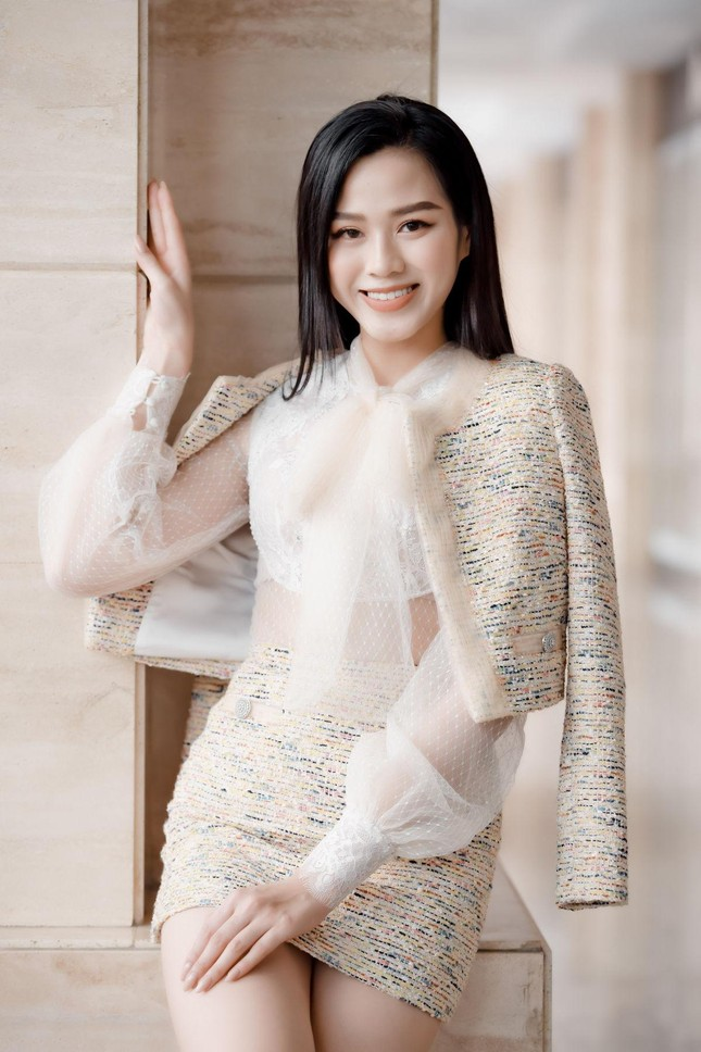 Chỉ với một kiểu tóc từ đi học tới sự kiện, Hoa hậu Đỗ Thị Hà vẫn luôn xinh đẹp nổi bật ảnh 9