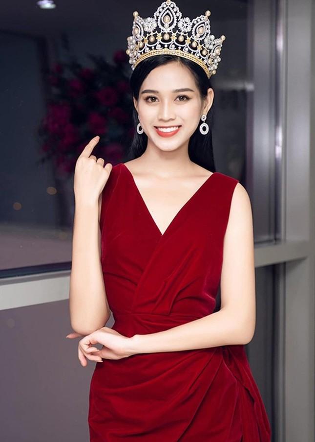 Chỉ với một kiểu tóc từ đi học tới sự kiện, Hoa hậu Đỗ Thị Hà vẫn luôn xinh đẹp nổi bật ảnh 6