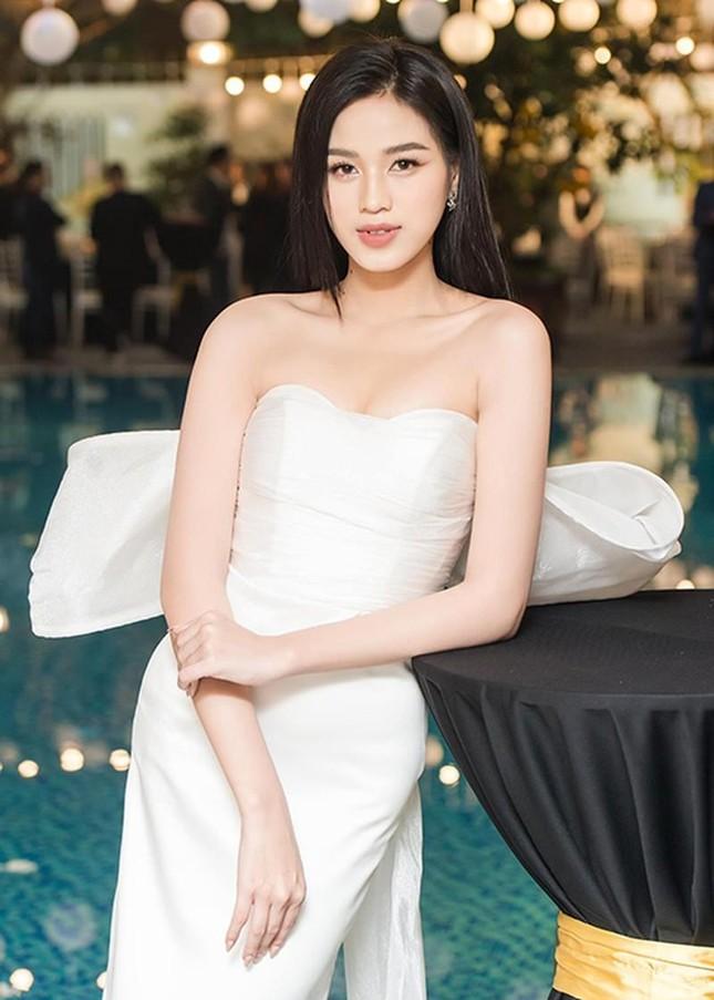 Chỉ với một kiểu tóc từ đi học tới sự kiện, Hoa hậu Đỗ Thị Hà vẫn luôn xinh đẹp nổi bật ảnh 14