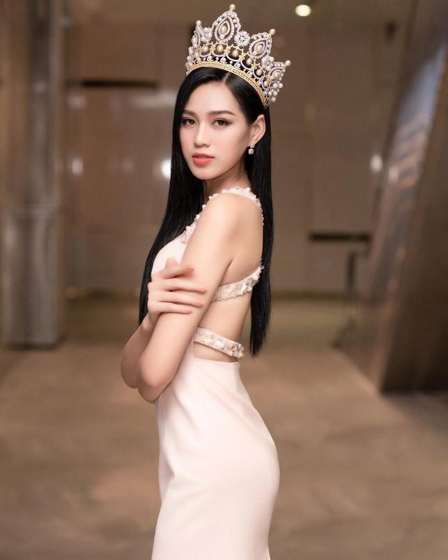 Chỉ với một kiểu tóc từ đi học tới sự kiện, Hoa hậu Đỗ Thị Hà vẫn luôn xinh đẹp nổi bật ảnh 13