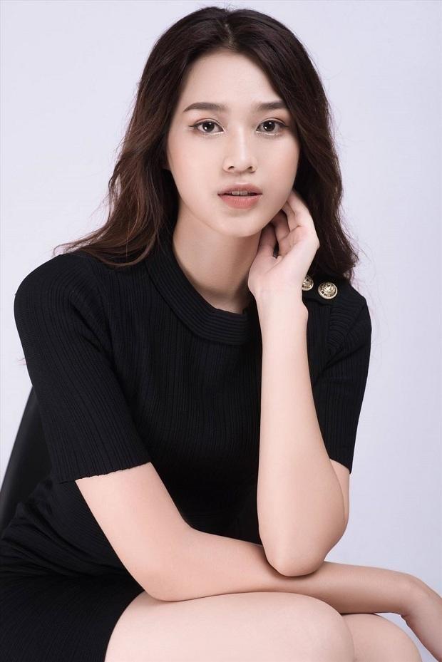 Chỉ với một kiểu tóc từ đi học tới sự kiện, Hoa hậu Đỗ Thị Hà vẫn luôn xinh đẹp nổi bật ảnh 17