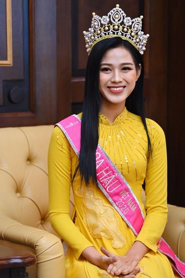 Chỉ với một kiểu tóc từ đi học tới sự kiện, Hoa hậu Đỗ Thị Hà vẫn luôn xinh đẹp nổi bật ảnh 16