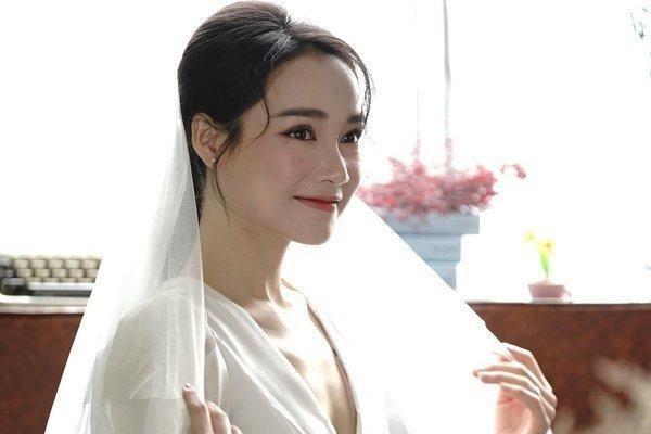 Showbiz 19/4: Minh Hằng lên tiếng về tin đồn hẹn hò Quốc Trường ảnh 1