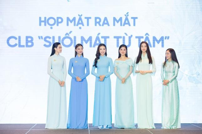 Hoa hậu Đỗ Thị Hà đẹp dịu dàng sánh vai cùng dàn hậu 'đỉnh cao' ảnh 17