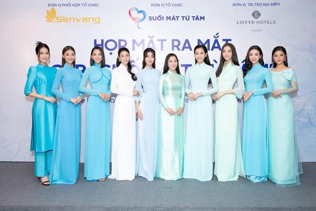 Hoa hậu Đỗ Thị Hà đẹp dịu dàng sánh vai cùng dàn hậu 'đỉnh cao' ảnh 15