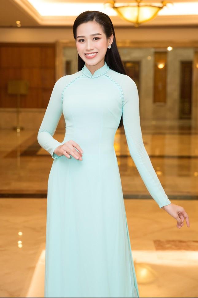 Hoa hậu Đỗ Thị Hà đẹp dịu dàng sánh vai cùng dàn hậu 'đỉnh cao' ảnh 2