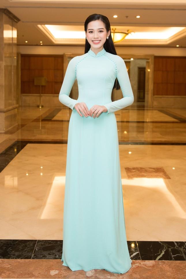 Hoa hậu Đỗ Thị Hà đẹp dịu dàng sánh vai cùng dàn hậu 'đỉnh cao' ảnh 1